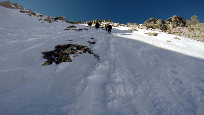 Bursalı dağcılar, Fransız Alplerine tırmanış hazırlığını Uludağ'da yapıyor