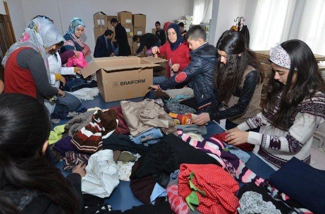 'Kardeşlerimiz Üşüyor, Bir Çocuk Da Sen Giydir' Kampanyasında 500 Koli Yardım Toplandı