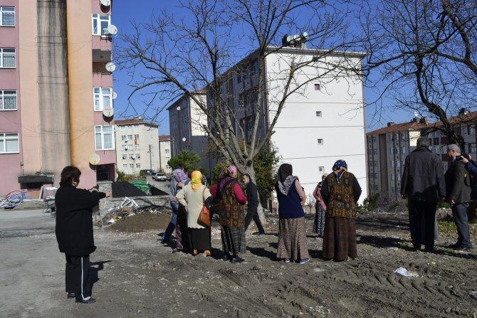 Yol kapatılacak söylentisi kadınları sokağa döktü