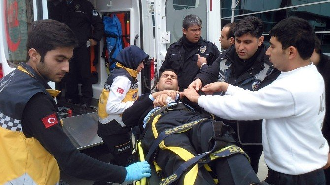 Adliyede Yumruklar Konuştu: 1'i Polis 2 Yaralı