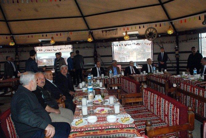 Vali Demirtaş, Küçük Sanayi Sitesi Esnafıyla Bir Araya Geldi