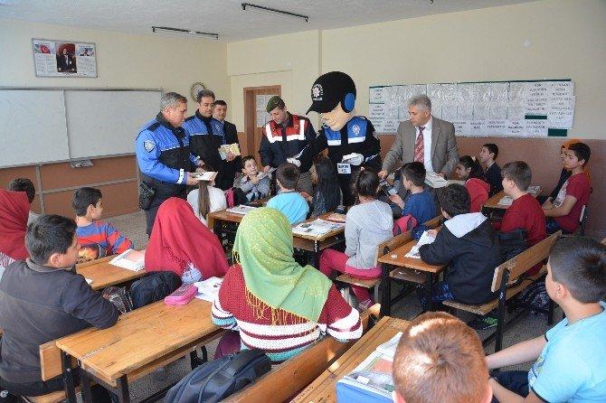 Polisten Ellibaş Ortaokulu'na Ziyaret