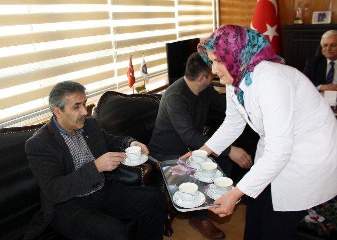 Burdur'da Çay Yerine Süt Servisi