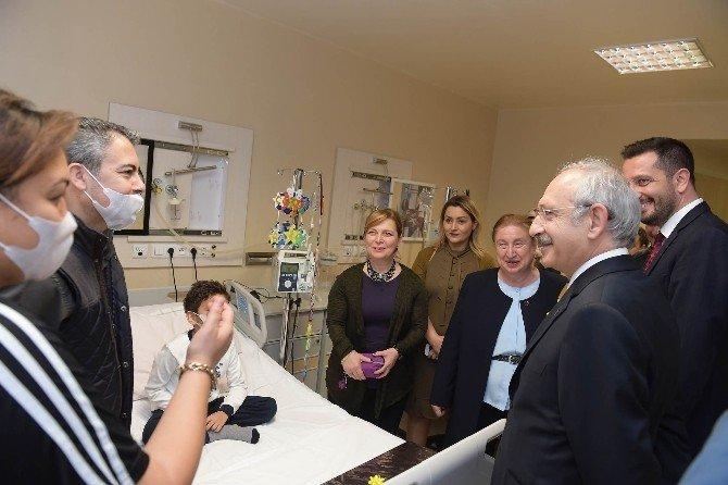 Kılıçdaroğlu, Minik Hayranını Ziyaret Etti