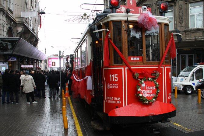 Asırlık tramvaylara pastalı kutlama