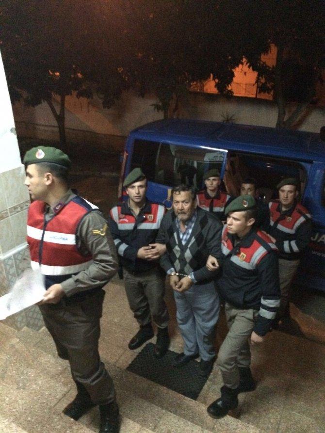 Antalya'da 2 insan kaçakçısı ile 16 Suriyeli yakalandı