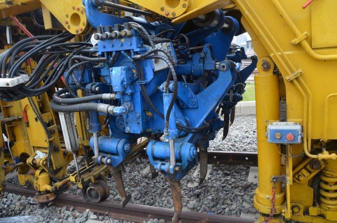 İzmir Metrosu raylarına milimetrik düzeltme işlemi uygulanacak