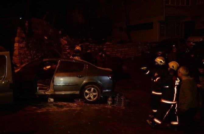 Kağıthane'de Park Halinde Bulunan Beş Otomobil Kundaklandı