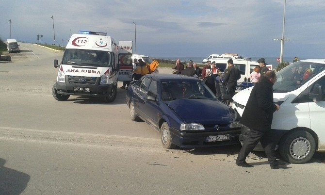 Sinop'ta Trafik Kazası: 2 Yaralı