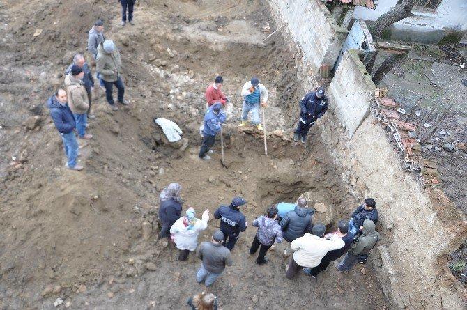 Altın Olduğu İddiaları Ayyuka Çıkınca Arsada Kazı Yapıldı