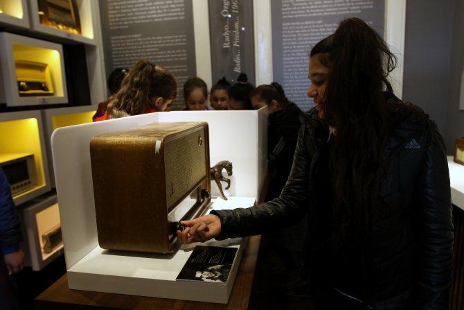 İzmir Radyo ve Demokrasi Müzesi öğrencileri ağırladı