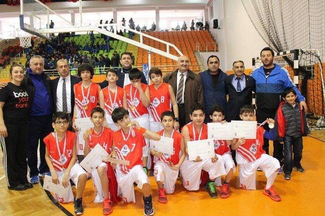 Malatya Final Okulları Basketbol Takımı Yarı Finale Yükseldi