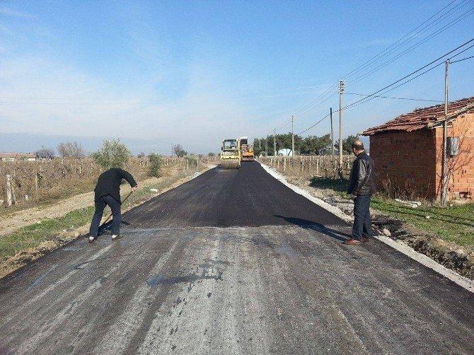 Mahalleler Asfalt Yolla Bağlanıyor