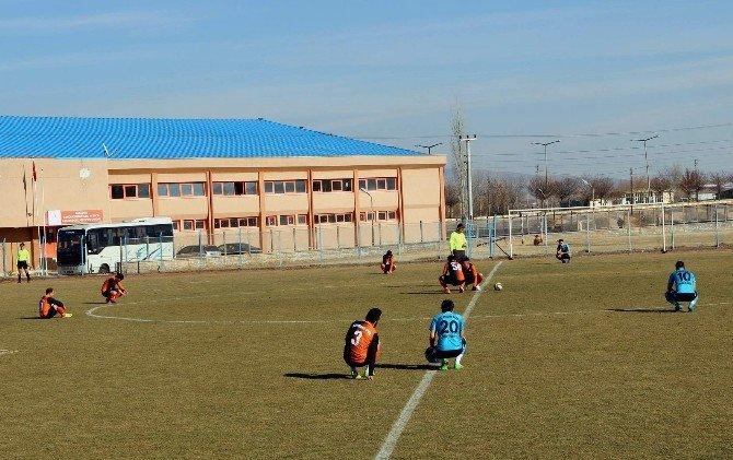 Bayırbucak Türkmenlerine Amatör Futbolculardan Destek