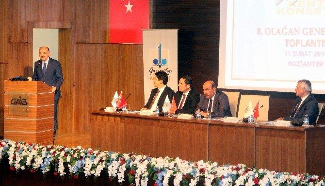 """Bakan Müezzinoğlu: """"20 Bin Uzman Hekim, 10 Bin Pratisyen Açığımız Var"""""""