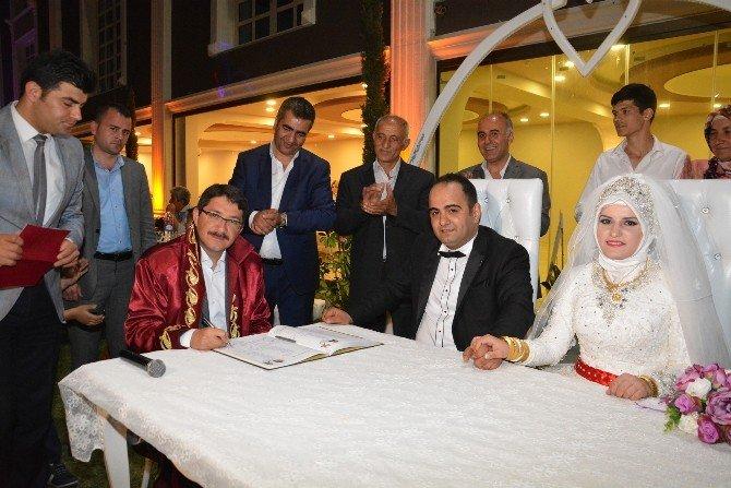 Şehzadeler'de Bin 500 Çift Dünya Evine Girdi