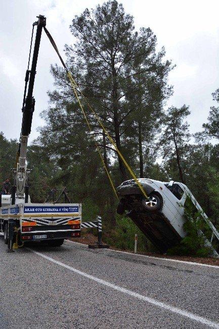 Dalaman'da Yolcu Minibüsü Uçuruma Yuvarlandı; 8 Yaralı