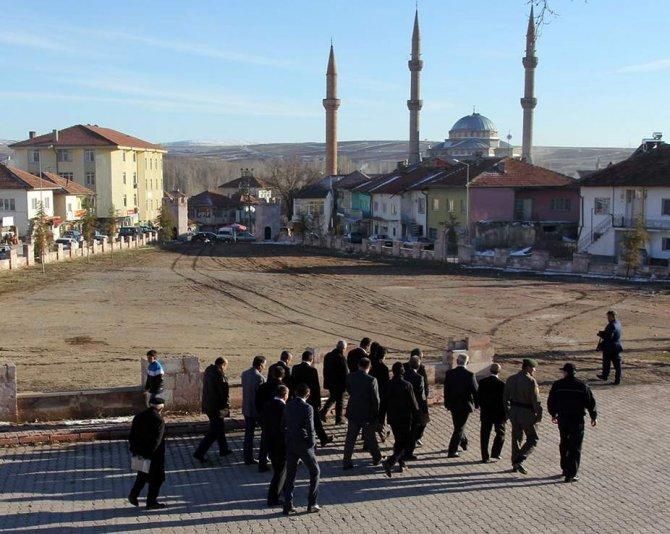 Çandır'da pazar yeri alanına park yapılacak