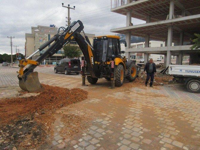 Yunusemre'de Kaldırım Ve Yollar Düzenleniyor