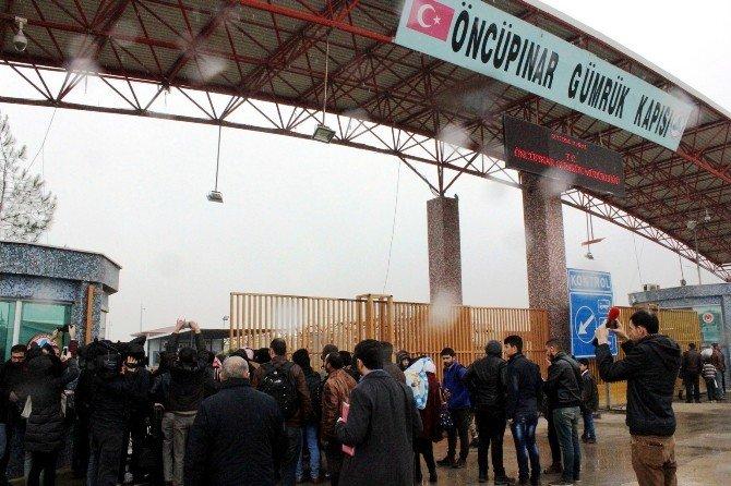 Suriye'de Ateşkes Haberleri Üzerine, Mülteciler Sınır Kapısına Akın Etti