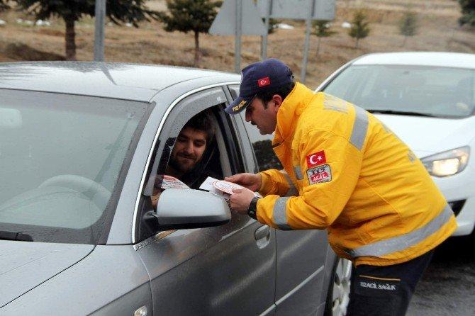 Sağlıkçılardan Sürücülere Sıcak Çorba İkramı