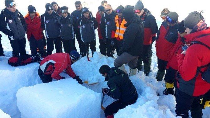 AFAD Dağcı Ekibi, Erzurum'da Çığ Tatbikatına Katıldı