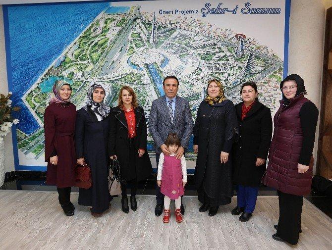 AK Parti'li Kadınlardan Başkan Genç'e Ziyaret