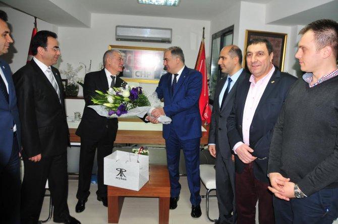 AK Parti İl Başkanı Delican'dan CHP İl Başkanı Yüksel'e çiçekli ziyaret
