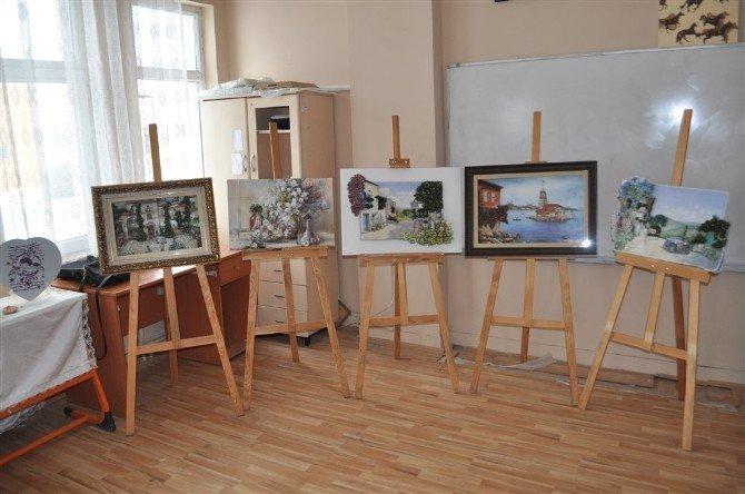 Arpaçay'da Kurseyerlerin Yağtığı El Sanatları Sergilendi