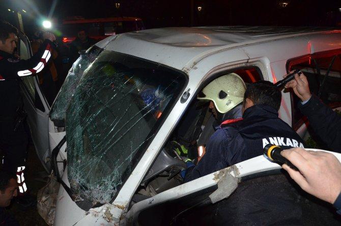 Çalıntı araçla polisten kaçmaya çalışırken kaza yaptı
