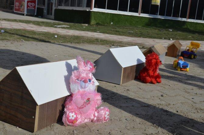 Çocuk ölümlerine tabutlu ve oyuncaklı tepki