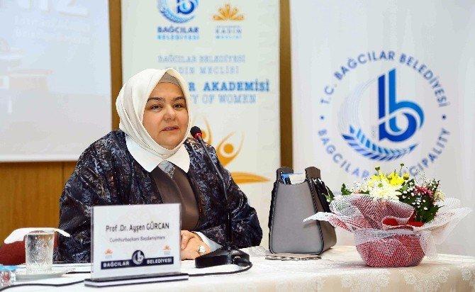 """Prof. Dr. Ayşen Gürcan: """"Çocuğunuzun Yanında TEK Yüzlü Olun"""""""