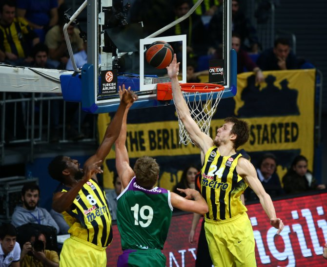 Malaga'yı da 80-59 mağlup eden Fenerbahçe yenilgisiz lider