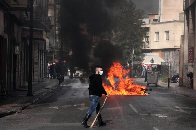 Atina'da polisle çatışan çiftçiler, traktörleri parlamento önüne sürecek