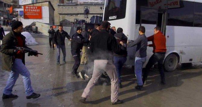 Hakkari'de açıklama sonrası gözaltı