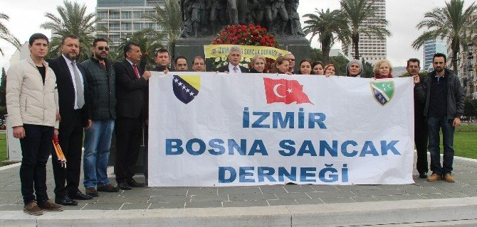 "İzmirli Boşnaklardan ""Başörtüsü"" Protestosu"