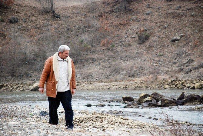 Kayıp Torununu 45 Gündür Kelkit Çayı Kenarında Arıyor