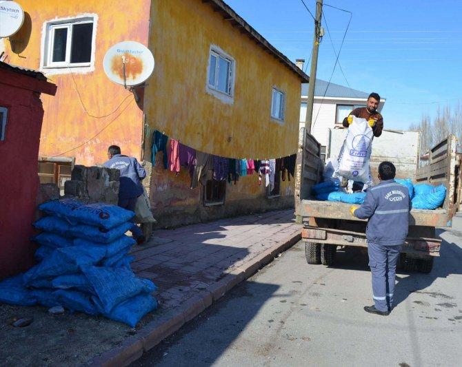 CHP'li belediyeden ihtiyaç sahibi ailelere kömür yardımı