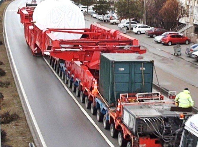 300 Tekerlekli Tır Görenleri Şaşkına Çevirdi