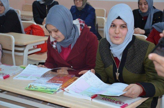 """Fatsa'da """"Okuluma Devam Ediyorum, Geleceğe Umutla Bakıyorum"""" Projesi"""