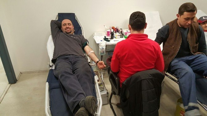 67 Fabrika Çalışanından Kızılay'a Kan Bağışı