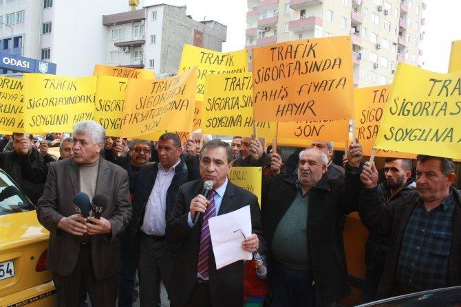 Mersinli taksicilerden trafik sigortası protestosu