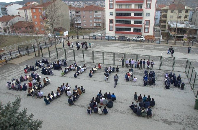 Bozüyük İmam Hatip Ortaokulu Öğrencileri Şehitleri Andı