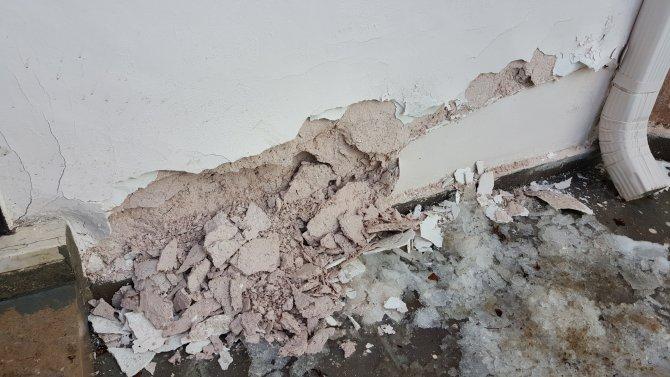 İki defa restore edilen Ertuğrul Gazi Türbesi dökülmeye başladı