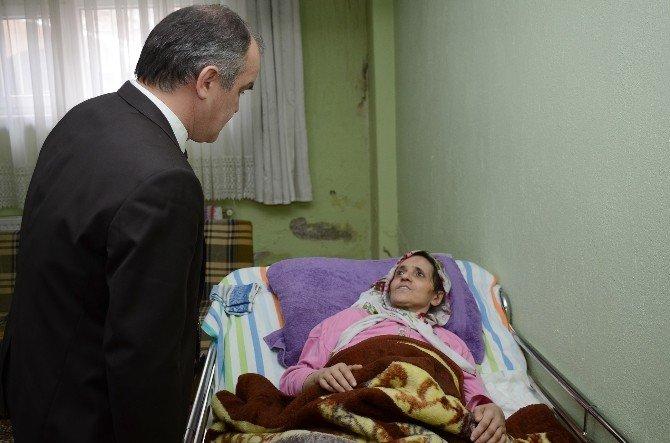 Başkan Gürlesin'den Hastalara Ziyaret