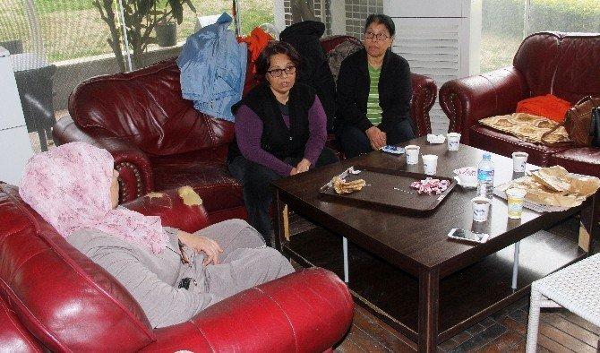 Komaya Sokulan Genç Kızın Annesinin Feryadı