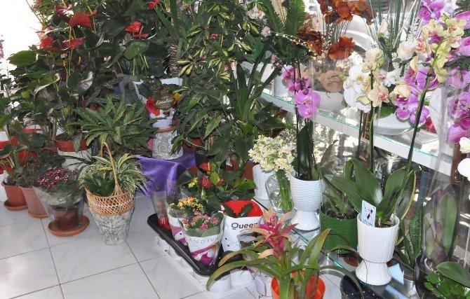 Çiçekçiler Ve Kuyumcular Sevgililer Günü'nü Dört Gözle Bekliyor