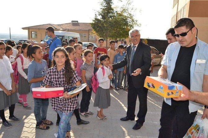 'Çocuklar Okusun Diye' Projesi, 3 Bin 500 Öğrencinin Elinden Tuttu