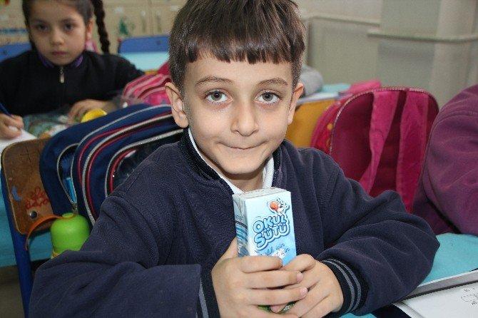 Bilecik'te Okullarda Süt Dağıtılmaya Başlandı