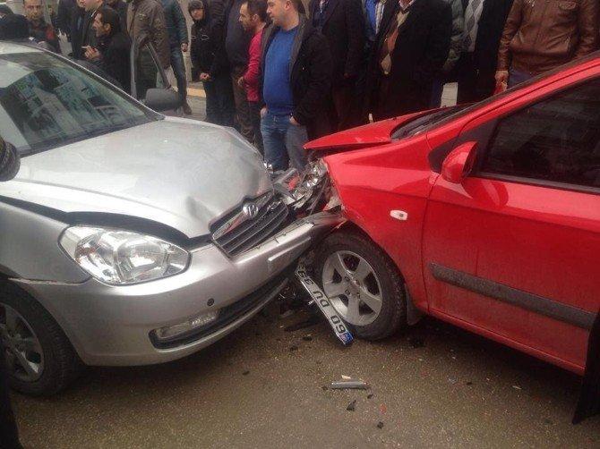 Otomobilin Yaşlı Adama Çarpma Anı Güvenlik Kamerasına Yansıdı